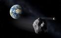 Η Γη έχει μικρά φεγγάρια και αυτό λύνει ένα παλιό πρόβλημα