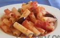Η συνταγή της Ημέρας: Ριγκατόνι σε κόκκινη σάλτσα πάπρικας με κάπαρη κι ελιές