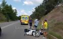 Λαμία: Τροχαίο με μηχανάκι - Τον έσωσε το κράνος - Φωτογραφία 2