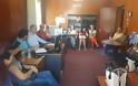 Ο Γ. Σηφάκης με τους εργαζόμενους του «Βοήθεια στο σπίτι» της Αλμωπίας στα γραφεία της ΔΗΚΕΑ παρόντος του προέδρου της Κ. Ζαχαριάδη