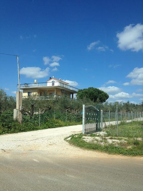 ΑΘΑΝΑΤΗ ΕΛΛΑΔΑ - 40 εξωφρενικές αυθαίρετες κατασκευές που βρίσκονται φυσικά στην Ελλάδα [photos] - Φωτογραφία 10