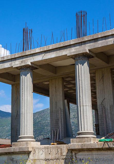 ΑΘΑΝΑΤΗ ΕΛΛΑΔΑ - 40 εξωφρενικές αυθαίρετες κατασκευές που βρίσκονται φυσικά στην Ελλάδα [photos] - Φωτογραφία 16