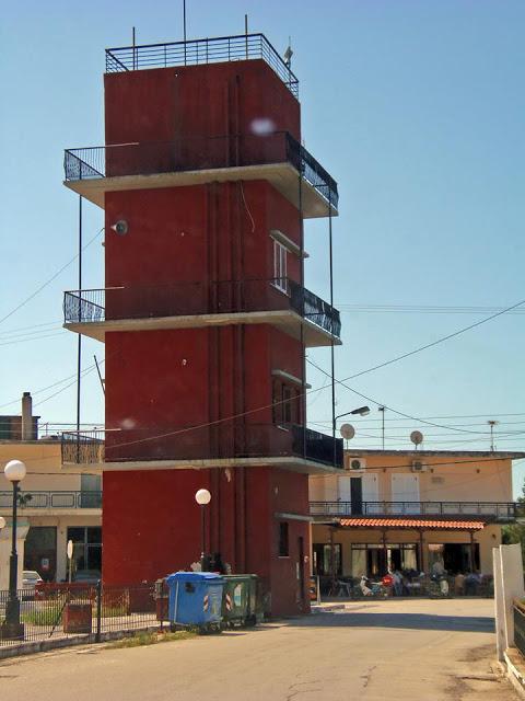 ΑΘΑΝΑΤΗ ΕΛΛΑΔΑ - 40 εξωφρενικές αυθαίρετες κατασκευές που βρίσκονται φυσικά στην Ελλάδα [photos] - Φωτογραφία 21