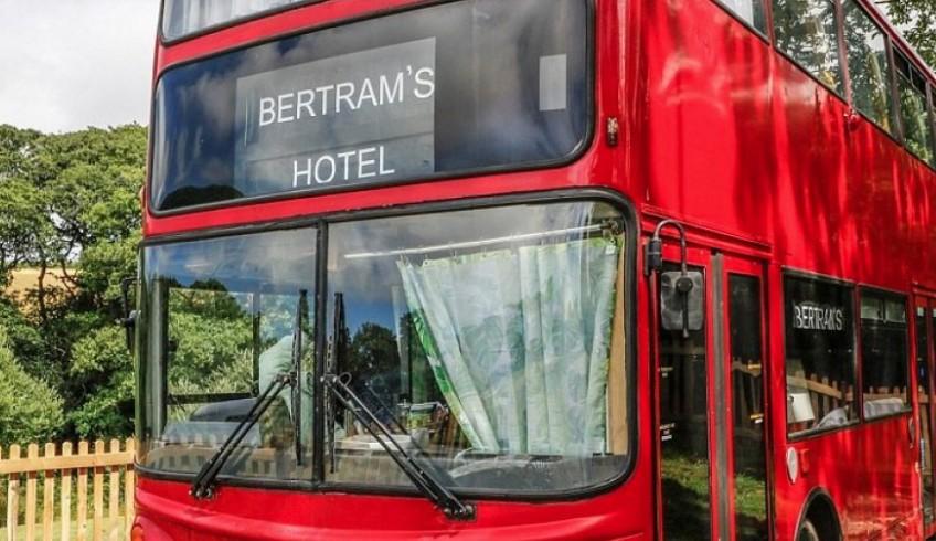 Μετέτρεψαν σε... ξενοδοχείο διώροφο λεωφορείο του Λονδίνου! - Φωτογραφία 1