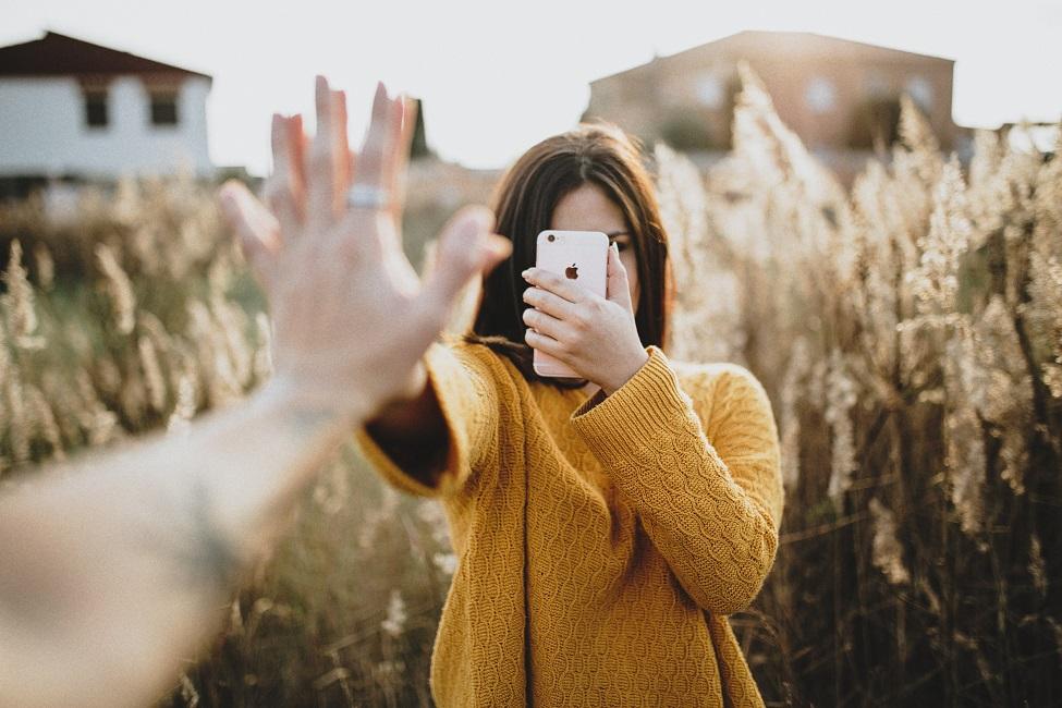 «Απεξάρτηση» από το κινητό σε 21 μέρες. Απλά βήματα που προτείνουν οι επιστήμονες για να μειωθεί το «κόλλημα» - Φωτογραφία 1