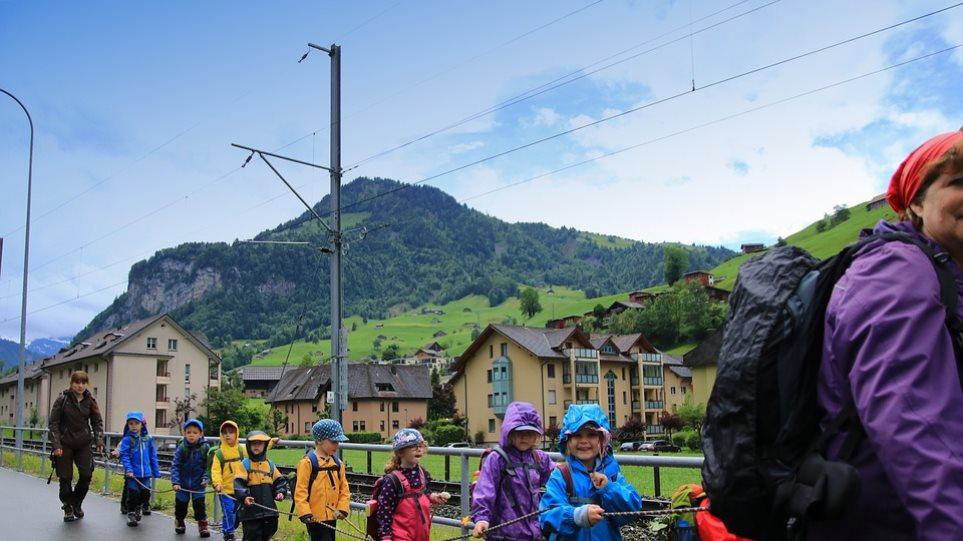 Η Ελβετία απαγορεύει σε παιδεραστές να εργάζονται σε θέσεις που θα έχουν επαφή με παιδιά - Φωτογραφία 1