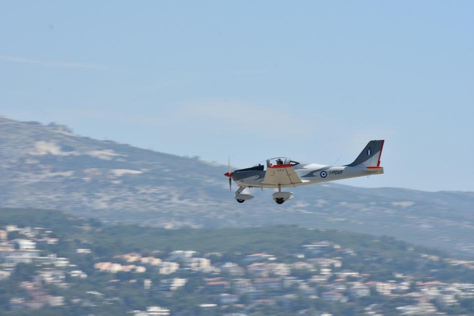 ΓΕΑ: Άφιξη Νέου Εκπαιδευτικού Αεροσκάφους (P-2002JF) Σταδίου Επιλογής της ΠΑ (ΦΩΤΟ) - Φωτογραφία 1