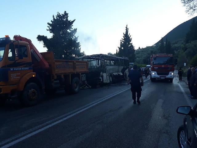 Λεωφορείο του ΚΤΕΛ Λευκάδας ενώ εκτελούσε δρομολόγιο κάηκε ολοσχερώς   ΦΩΤΟ - Φωτογραφία 2