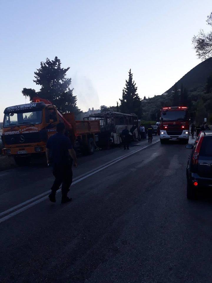 Λεωφορείο του ΚΤΕΛ Λευκάδας ενώ εκτελούσε δρομολόγιο κάηκε ολοσχερώς | ΦΩΤΟ - Φωτογραφία 4