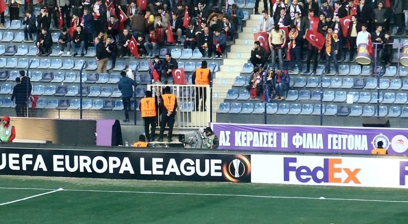 ΜΗΝΥΜΑ ΦΙΛΙΑΣ ΑΠΟ ΤΟΥΣ ΤΟΥΡΚΟΥΣ: Το πανό που κρέμασαν οι οπαδοί της Οσμανλίσπορ!!! - Φωτογραφία 1