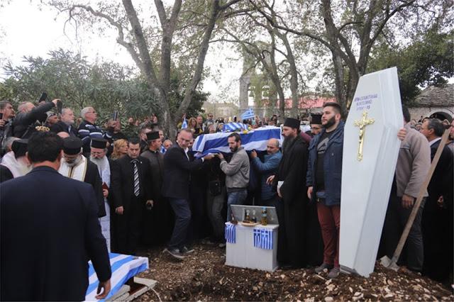 «Σήκω Κωστάκη γιε μου...». Το «τελευταίο αντίο» των Ελλήνων στον Κωνσταντίνο Κατσίφα !! [Εικόνες-Βίντεο] - Φωτογραφία 5