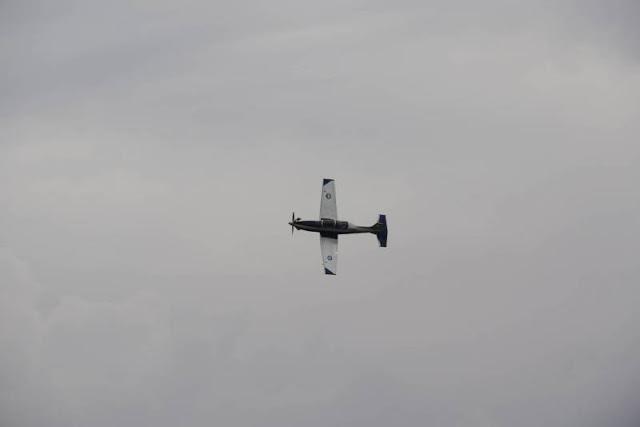 Καλαμάτα: Εντυπωσιακή αεροπορική επίδειξη στην 120 ΠΕΑ (BINTEO) - Φωτογραφία 1