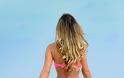 Η Andressa Urach συνεχίζει τις καυτές εμφανίσεις της με string σε παραλία του Miami