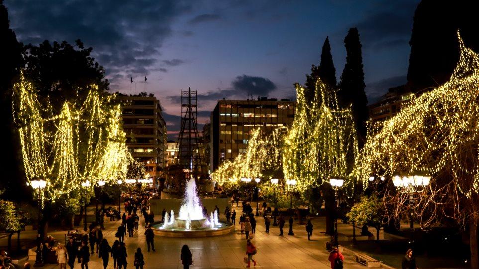 Το κέντρο της Αθήνας φόρεσε τα γιορτινά του - Φωτογραφία 1