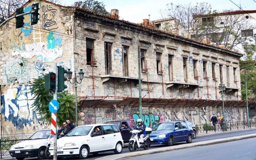 ΥΠΕΝ: Ποια κτίρια θα γκρεμιστούν και ποια θα αναβαθμιστούν για τον εξωραϊσμό της πόλης - Φωτογραφία 1