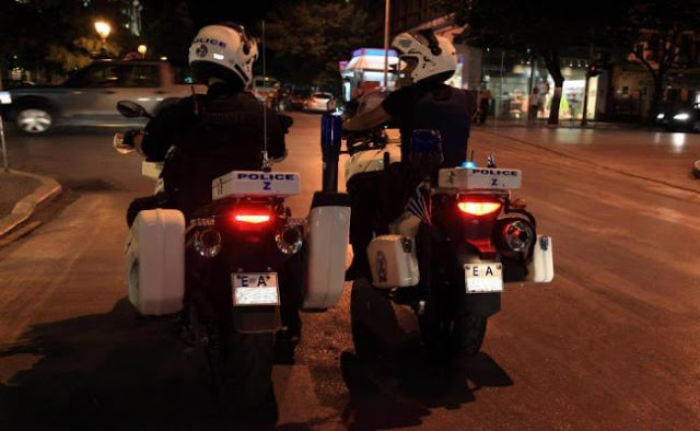 Αστυνομικοί της ZHTA κάνουν τα πάντα για να φτάσει ένα παιδί γρήγορα στο Νοσοκομείο - Φωτογραφία 1