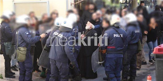 Ηράκλειο: Αναρχοκομμουνιστές προσέβαλλαν την Μνήμη του Κωνσταντίνου Κατσίφα και επιτέθηκαν στον Αρχιεπίσκοπο Κρήτης! Βίντεο - Φωτογραφία 4