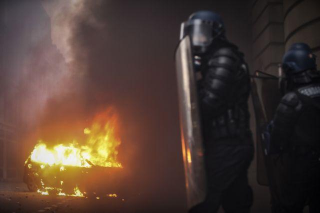 Κίτρινα γιλέκα: Πανικός στη Γαλλία – Μπαράζ συλλήψεων, εκατοντάδες τραυματίες - Φωτογραφία 1