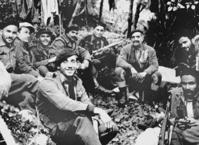 Η θρυλική μάχη στα Σπήλια: Ο ηρωικός Γρηγόρης Αυξεντίου στήνει παγίδα θανάτου στους Βρετανούς, που μπερδεύονται και αλληλοεξοντώνονται... - Φωτογραφία 2