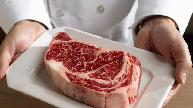 «Meat Glue»: Η επικίνδυνη τεχνική πολλών εστιατορίων παγκοσμίως! Τι πρέπει να ξέρετε για να προστατέψετε την υγεία σας; - Φωτογραφία 1