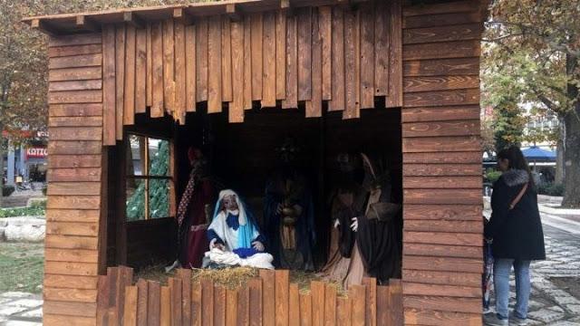 Περιπολικό φυλάει... τη φάτνη στη Λάρισα - Φωτογραφία 1