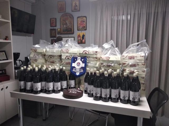 Ευχές και δώρα στους αστυνομικούς από την ΙΡΑ Τρικάλων - Φωτογραφία 6