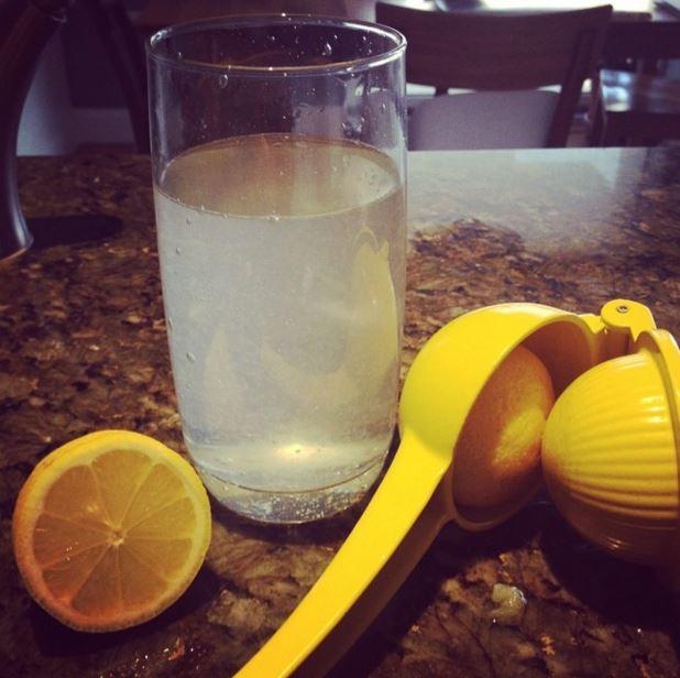 Τι κερδίζετε αν ξεκινάτε την ημέρα σας πίνοντας νερό με λεμόνι - Φωτογραφία 2