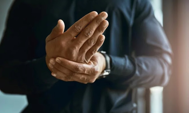 Σκλήρυνση κατά πλάκας: Με ποια αθώα συμπτώματα μπορεί να εκδηλωθεί και πότε πρέπει να πάμε στο γιατρό; - Φωτογραφία 1