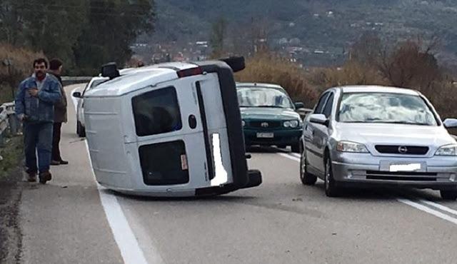 Ανατροπή αυτοκινήτου στην εθνική οδό στο Αγρίνιο- σώος ο οδηγός (φωτο) - Φωτογραφία 10