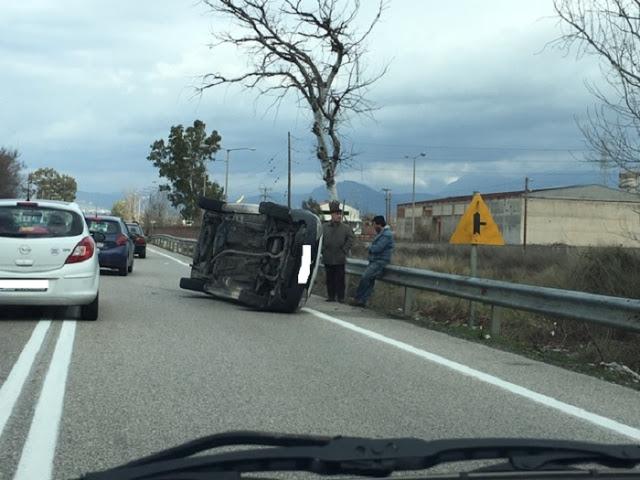 Ανατροπή αυτοκινήτου στην εθνική οδό στο Αγρίνιο- σώος ο οδηγός (φωτο) - Φωτογραφία 3