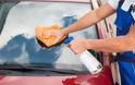 Φτιάξτε μόνοι σας εύκολα καθαριστικό για το παρμπρίζ του αυτοκινήτου