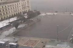 Ξεκίνησαν για τα καλά τα χιόνια στη Θεσσαλονίκη [εικόνες & βίντεο]