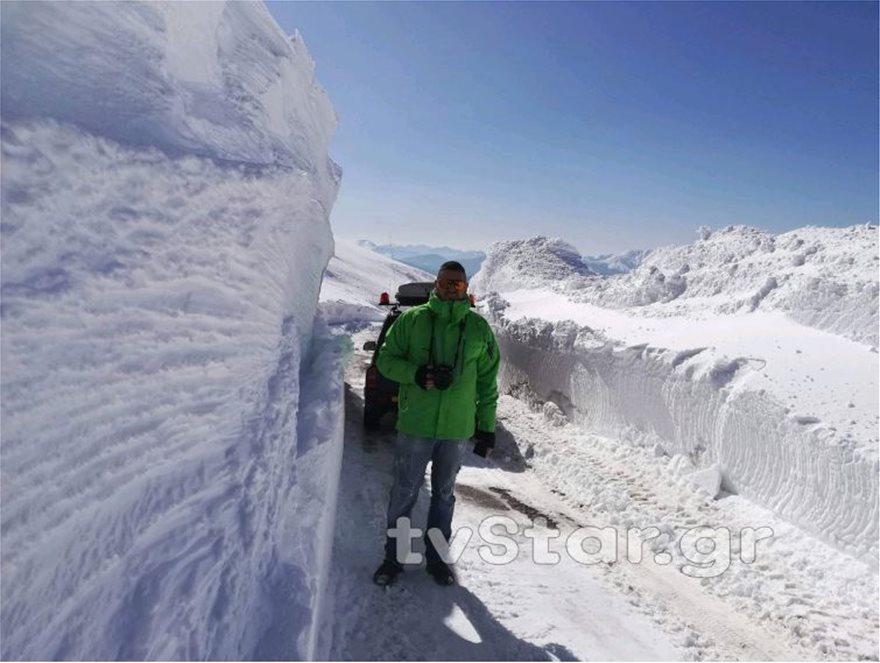 Εντυπωσιακές εικόνες από το χιόνι στο Βελούχι: Έφτασε τα έξι μέτρα! - Φωτογραφία 3