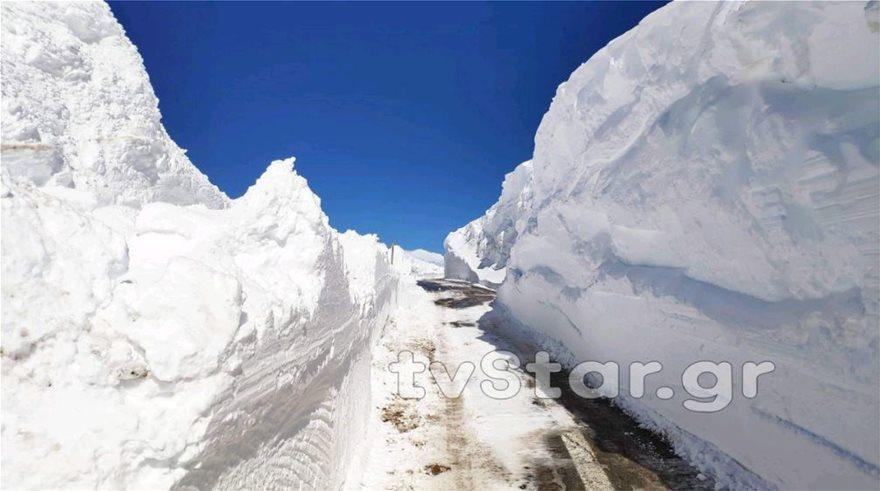 Εντυπωσιακές εικόνες από το χιόνι στο Βελούχι: Έφτασε τα έξι μέτρα! - Φωτογραφία 4
