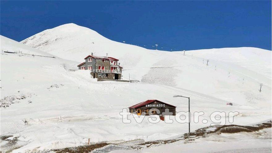 Εντυπωσιακές εικόνες από το χιόνι στο Βελούχι: Έφτασε τα έξι μέτρα! - Φωτογραφία 5