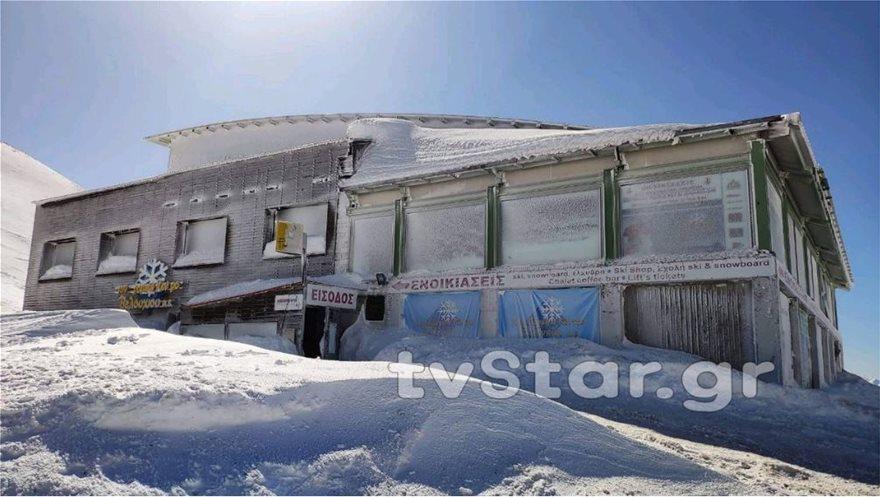 Εντυπωσιακές εικόνες από το χιόνι στο Βελούχι: Έφτασε τα έξι μέτρα! - Φωτογραφία 6