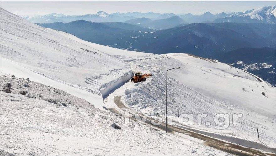Εντυπωσιακές εικόνες από το χιόνι στο Βελούχι: Έφτασε τα έξι μέτρα! - Φωτογραφία 7