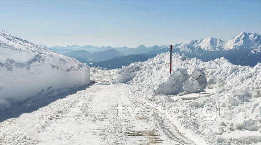 Εντυπωσιακές εικόνες από το χιόνι στο Βελούχι: Έφτασε τα έξι μέτρα! - Φωτογραφία 8