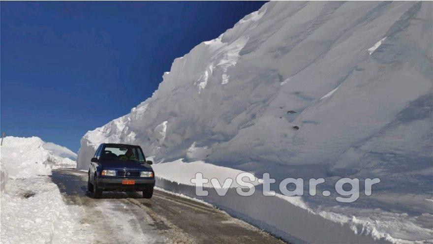 Εντυπωσιακές εικόνες από το χιόνι στο Βελούχι: Έφτασε τα έξι μέτρα! - Φωτογραφία 9