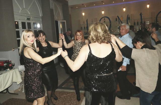 Πολυκοσμία στον Αποκριάτικο χορό του ΗΡΑΚΛΗ ΑΣΤΑΚΟΥ στο κτήμα ΙΟΝΙΟ (φωτο: Make art) - Φωτογραφία 102
