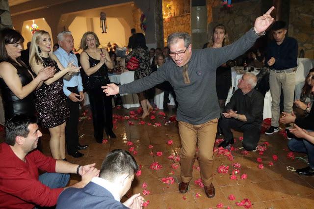 Πολυκοσμία στον Αποκριάτικο χορό του ΗΡΑΚΛΗ ΑΣΤΑΚΟΥ στο κτήμα ΙΟΝΙΟ (φωτο: Make art) - Φωτογραφία 129