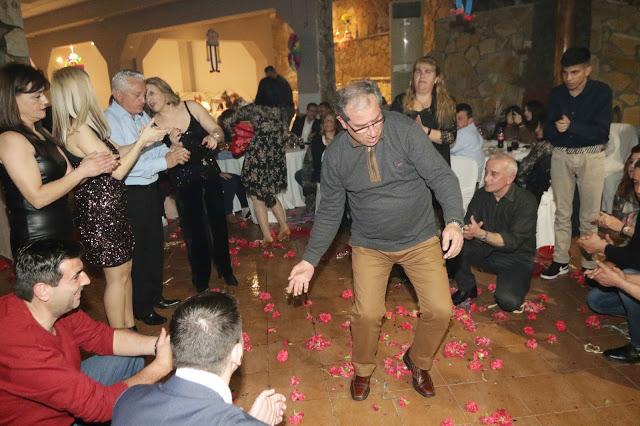 Πολυκοσμία στον Αποκριάτικο χορό του ΗΡΑΚΛΗ ΑΣΤΑΚΟΥ στο κτήμα ΙΟΝΙΟ (φωτο: Make art) - Φωτογραφία 131