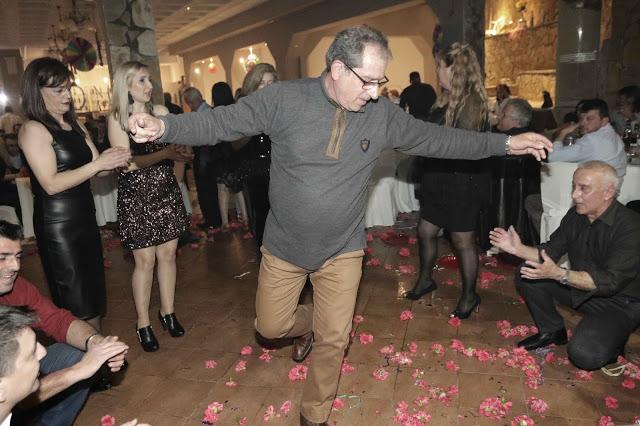 Πολυκοσμία στον Αποκριάτικο χορό του ΗΡΑΚΛΗ ΑΣΤΑΚΟΥ στο κτήμα ΙΟΝΙΟ (φωτο: Make art) - Φωτογραφία 132