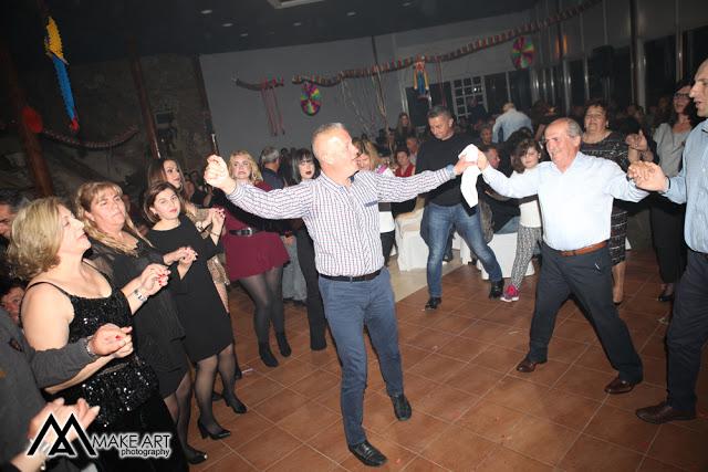 Πολυκοσμία στον Αποκριάτικο χορό του ΗΡΑΚΛΗ ΑΣΤΑΚΟΥ στο κτήμα ΙΟΝΙΟ (φωτο: Make art) - Φωτογραφία 54