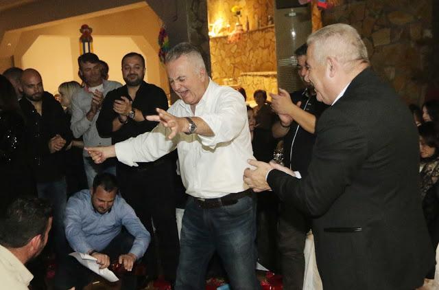 Πολυκοσμία στον Αποκριάτικο χορό του ΗΡΑΚΛΗ ΑΣΤΑΚΟΥ στο κτήμα ΙΟΝΙΟ (φωτο: Make art) - Φωτογραφία 84