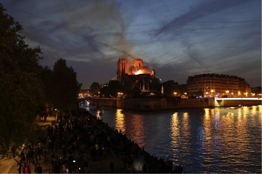Παναγία των Παρισίων: Τεράστια καταστροφή - Σώθηκαν το κύριο κτίσμα και οι πύργοι - Φωτογραφία 4