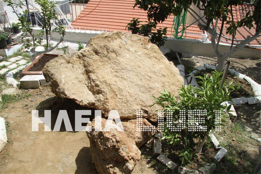Ζημιές από τους σεισμούς στην Ηλεία - Βράχος έπεσε σε αυλή σπιτιού - Φωτογραφία 2