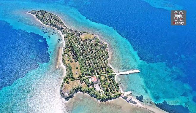 Το ελληνικό νησί με σχήμα κιθάρας που ερωτεύτηκαν οι Μπιτλς - Φωτογραφία 1