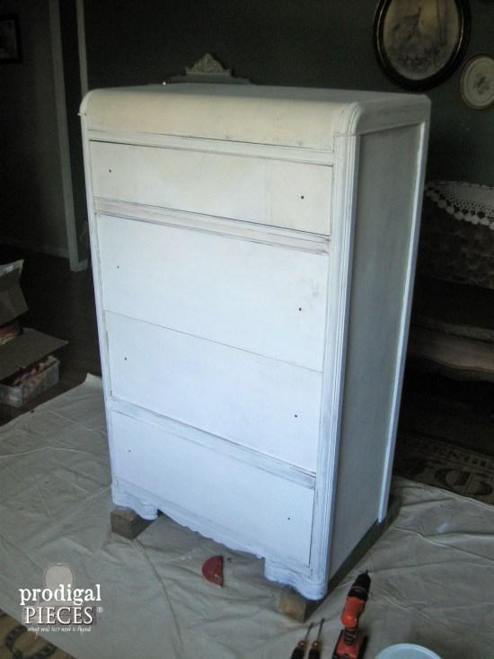 ΚΑΤΑΣΚΕΥΕΣ - Αγόρασε αυτήν την παλιά Συρταριέρα για $5. Μόλις δείτε πώς την Μετέτρεψε; Θα τρίβετε τα μάτια σας! - Φωτογραφία 4