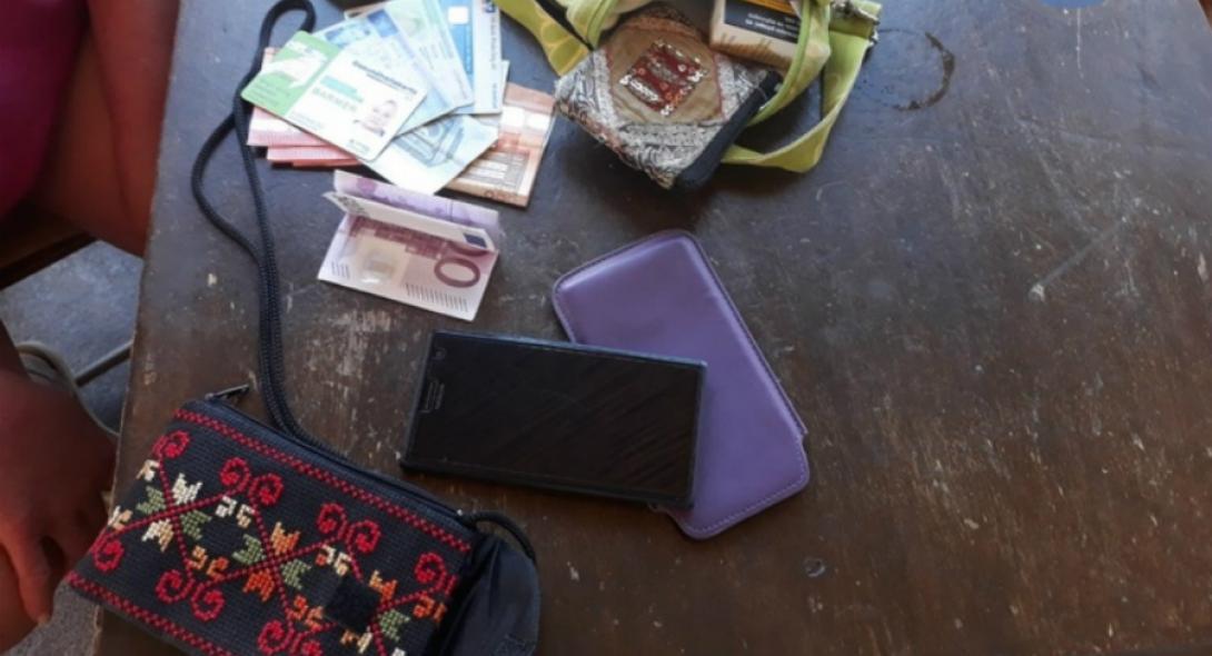 Ροδίτης βρήκε τσάντα με 800 ευρώ, κάρτες και κινητό και την παρέδωσε (pics) - Φωτογραφία 1